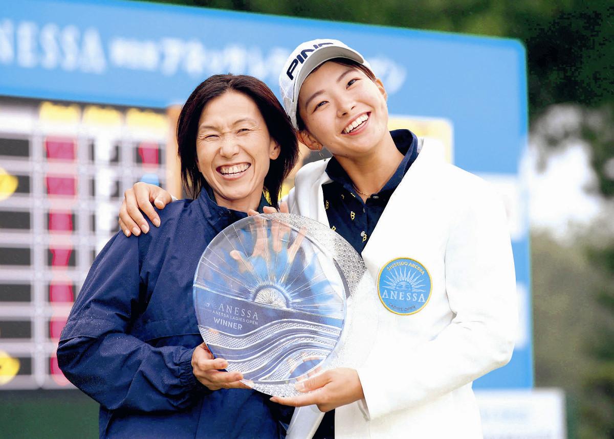 渋野日向子の父母・姉妹の画像!しぶのスマイルは家族で共通!