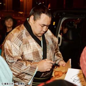 大相撲地方巡業の座席やグッズは?サインをもらうコツも!